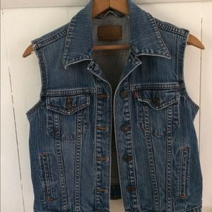 • Levi's semi cropped denim vest • medium •
